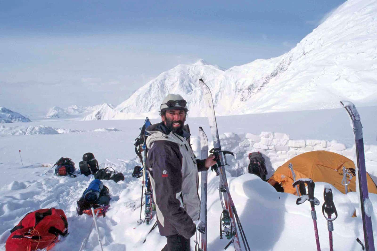 João Garcia em acampamento coberto de neve