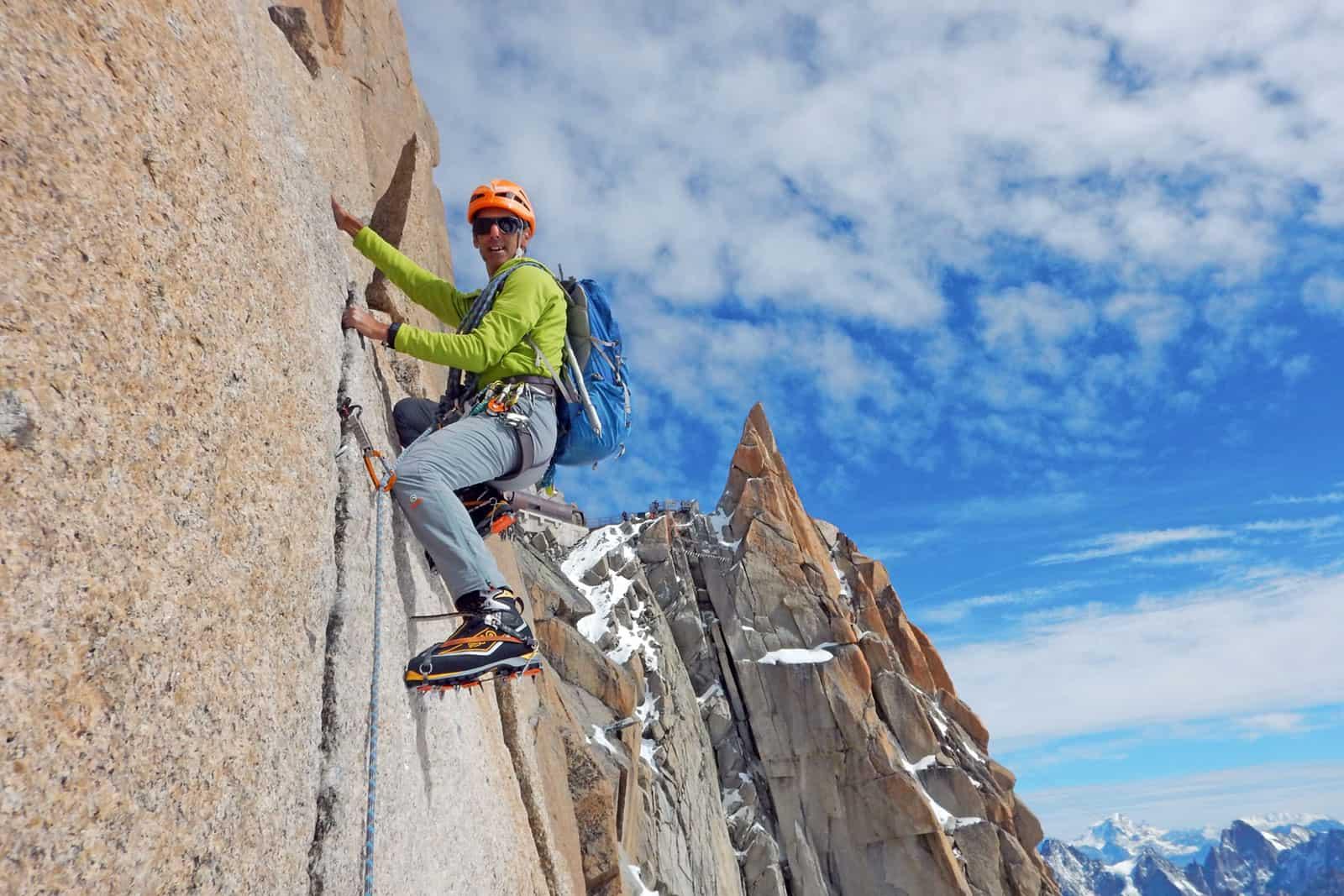João Garcia a escalar parece vertical